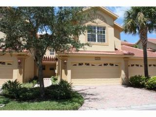 Spacious coach home is close to all the fun and beach, Naples