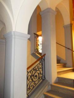 le antiche scale del palazzo
