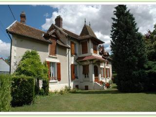 Jardin spacieux et gîte historique