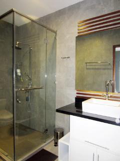 2 bathroom have same style