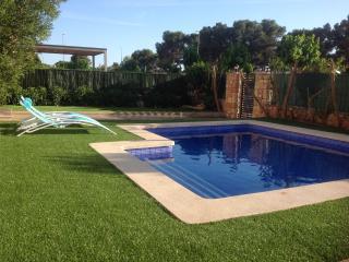 Chalet w. swim. pool, close to sea and golf course, Puig de Ros