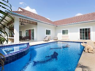beautiful pool villa in quiet resort