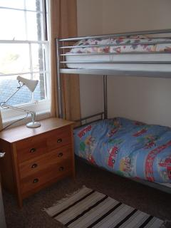 Bedroom 2 (2 Bunk Beds)