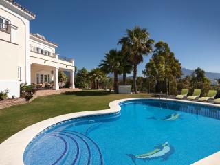 Luxury rental Hedo villas Marbella to rent Puerto Banus villa a louer Marbella