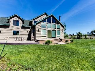 Spacious lakefront home, Donnelly
