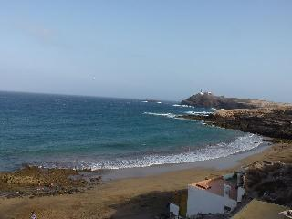 Spacious 2-bedroom flat, 5 min walk from the beach
