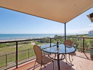 STUNNING ADELAIDE DIRECT BEACHFRONT APARTMENT, Adelaida
