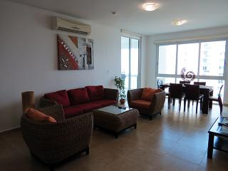 F4-7C  Luxury 2 bedroom 7th floor condo, Farallon (Playa Blanca)