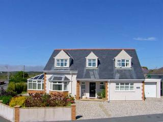 APPLEBY HOUSE, detached, conservatory, off road parking, front and rear garden, in Trearddur Bay, Ref 914221