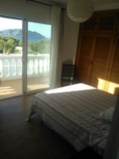 habitación soleada y con aire acondicionado