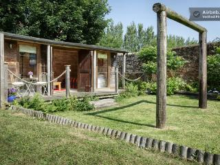 Magic Cottage, cosy wood cabin, Hill Head