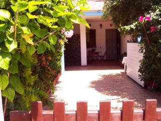 Accogliente Villino climatizzato con giardino, Calasetta