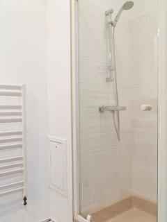 Douche et sèche serviette