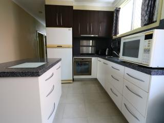 Two Bedroom Unit Close to the City, Cairns