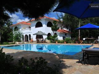white cliff villa, Kikambala