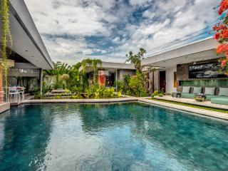 VILLA BANYU - HEAVENLY 4 BEDROOM SANCTUARY, PRIME LOCALE, DAILY BREAKFAST