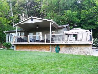 4 bedroom River-view Cottage near the sandy beach in beautiful  Port Albert, ON, Goderich