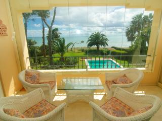 New Golden Mile south oriented beach penthouse, Estepona