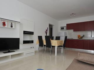 NEW !!! Modern spacious comfortable - see view