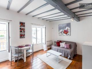 Charming apt heart Biarritz, 100m beach, calm wifi