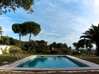 Piso independente en villa con piscina