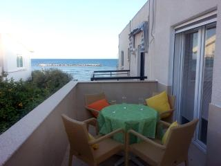 1 Bdrm Beach Apt Side Sea View Oroklini - Larnaca