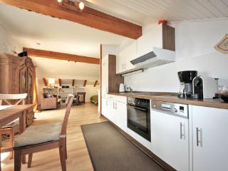Komplett ausgestattete Küche m. Spülmaschine und div. Geräten