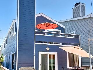 Oceanside Beach Lower Duplex 7 Houses from Sand! Huge Outdoor Patio! (68237)