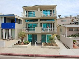 Great 3 Story Condo, 5th House from Beach! Ocean Views! (68229), Newport Beach