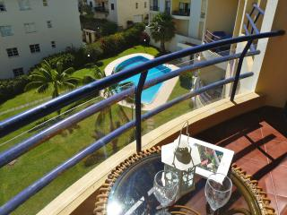 Plaza Apartment - Swimming Pool - Free WIFI & Park, Caniço