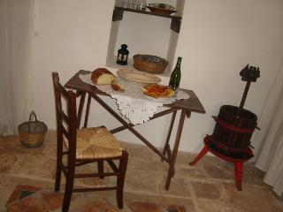 Al trullo piccirillo cose naturali olio vino formaggi locali ecc.