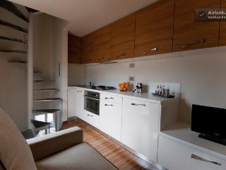 Fully equipped kitchen with in/out table