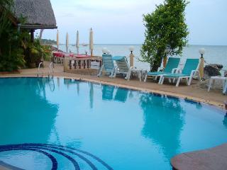 piscine commune face a la mer