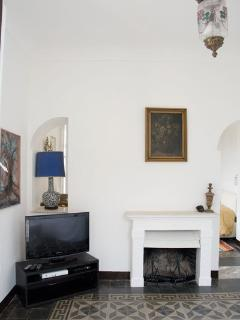 Relax in the comfortable lounge with working fireplace