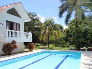 Increible villa Melgar piscina