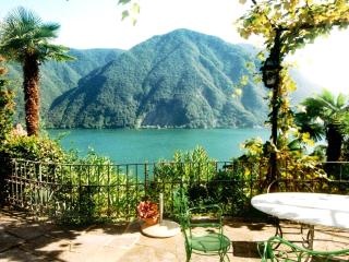 Villa for 8 persons near  lake, airconditioning, shared pool, garden, Lugano