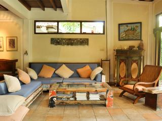 A comfy spacious bungalow, Seminyak