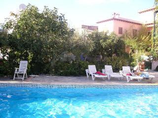 Casa de los Primos, WiFi, piscina, jardin