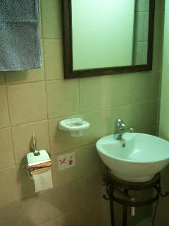 The small bathroom at Eleni´s cottage