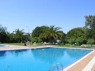 Super family resort large with 2 pools. VILAMOURA