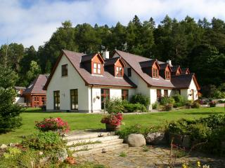 Cairngorm Country Cottage, exceptionally large self catering property Sleeps 12