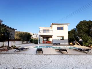 Beach front ,sleeps 8,exclusive,walking,dive.golf, Chlorakas