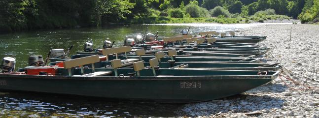 Les barques sur la riviere