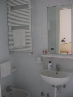 Uno dei tre bagni con doccia