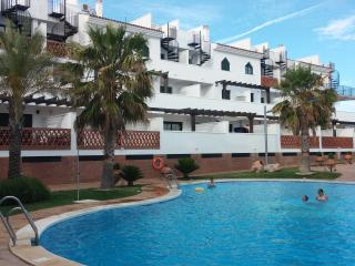 Apartameto con piscina  -  Balcones de Iznalloz.