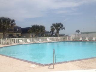 Under the Sea Condo-Boardwalk, Pools, Wifi, Tennis