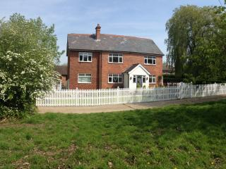 Blacklands Farm House - Forest Row