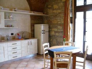 CHARMING STUDIO APARTMENT WITH POOL NEAR THE SEA, Cecina
