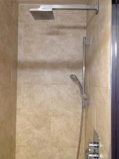 Master Bed en suite walk in shower