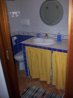 bagno blu senza doccia